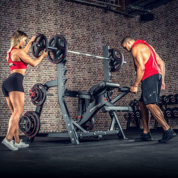 trenažieri svaru stienis